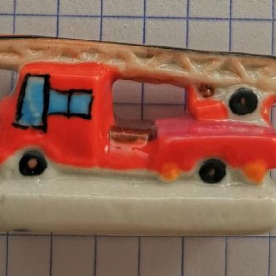 Feve pompier camion echelle 0002