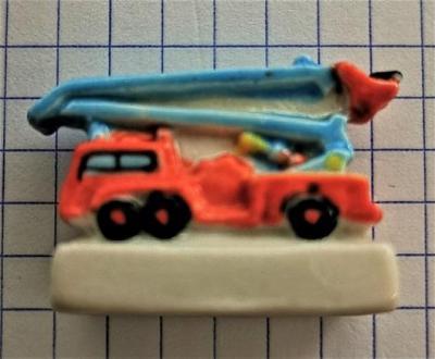 Feve pompier camion nacelle 0004